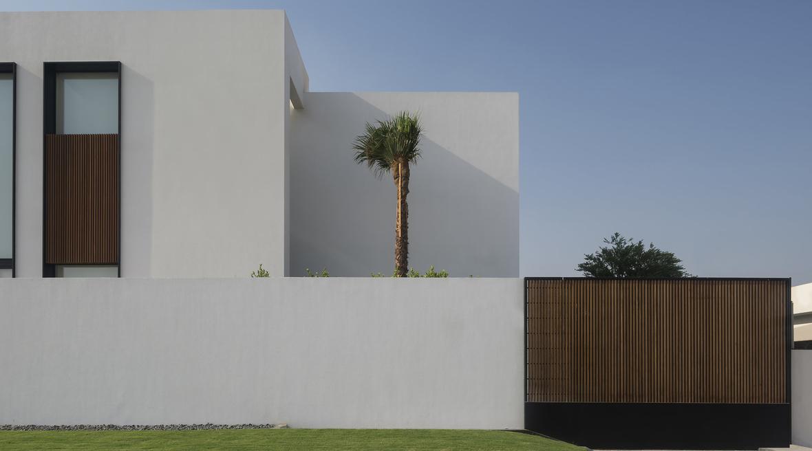 Villa in Dubai by VSHD optimises privacy and natural materials