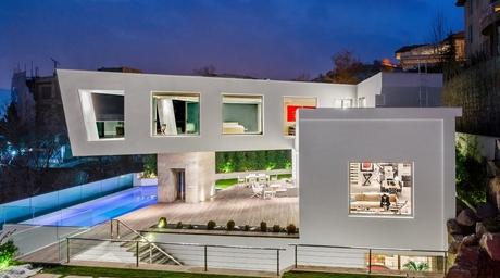 Lavasan Villa by Hariri & Hariri Architecture wins Iran Building of the Year award