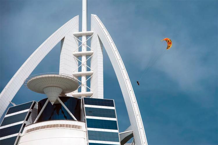 Burj al_Arab, Dubai, Extreme sports, Guinness World Record, Hang glider, Kite, Kiteboarding, Mercedes-Benz, Nick Jacobsen, Stunts